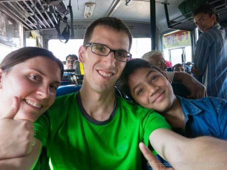 Trajet Ajmer - Bundi en bus, rencontre de Surej