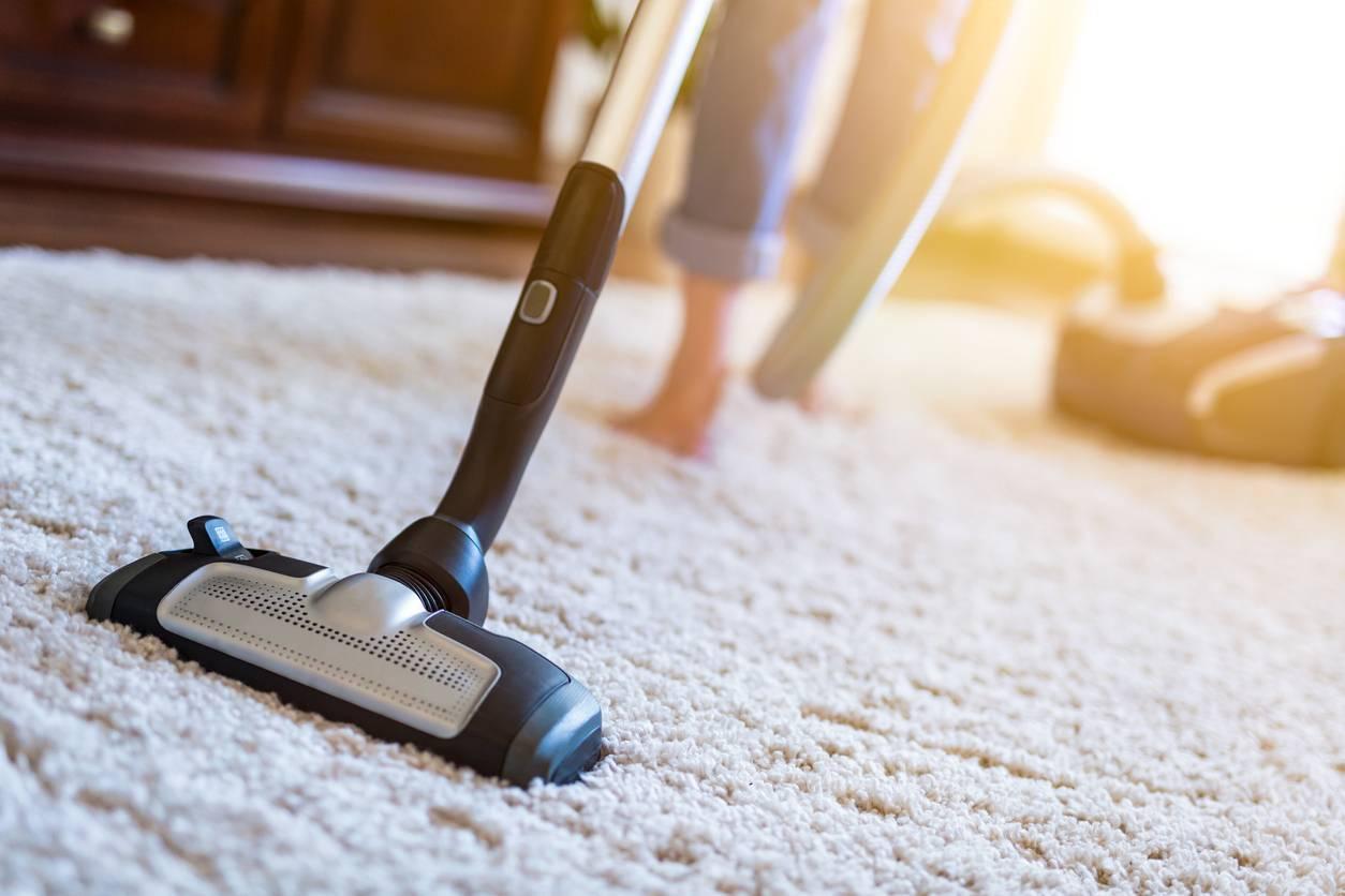 comment bien nettoyer un tapis en pratique
