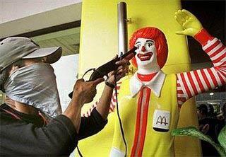Sanidad obteniendo la información nutricional de McDonalds: dime qué tiene la maldita hamburguesa, payaso.