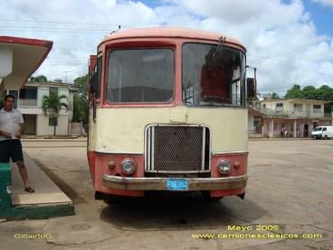 foto juan gutierrez camiones clasicos. obra de arte leonesa