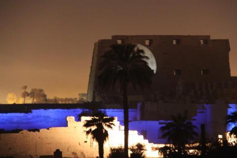 karnak de noche Egipto. foto martinez enredando