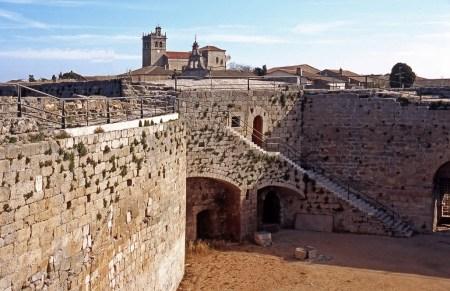 historia-y-patrimonio-fortaleza-y-muralla-1-1030x665