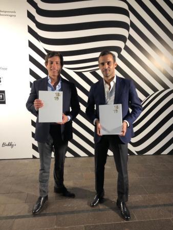 Pablo Colmenares y Jorge Lozano con su premio en los Restaurant & Bar Design
