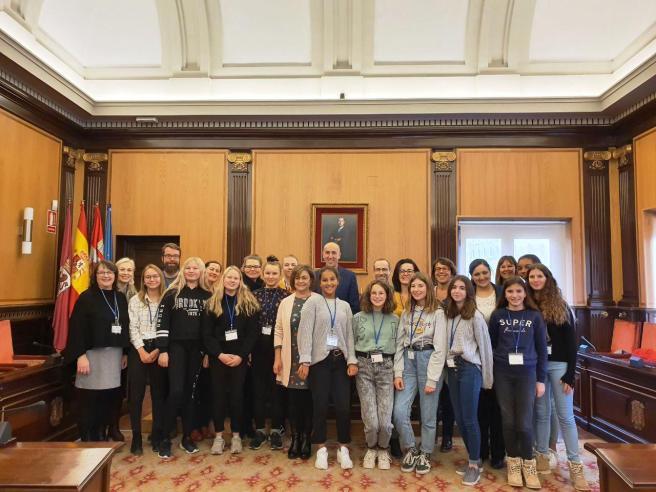 jóvenes Erasmus de Francia y Finlandia