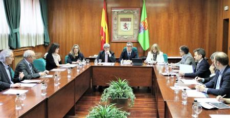 Fotografía de archivo de una reunion presencial del Consejo Social de la ULE