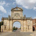fachada principal de Monasterio Real de Sahagún