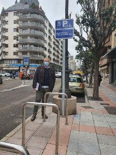 señales informativas en los aparcabicis de León