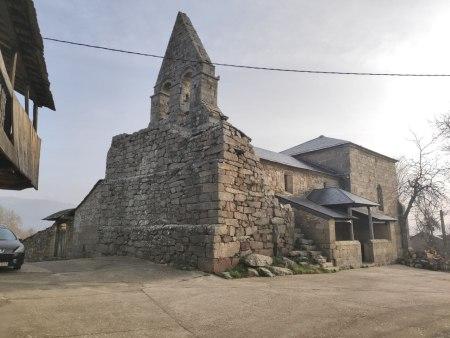 Iglesia de Santiago Apóstol en Santiago de la Requejada