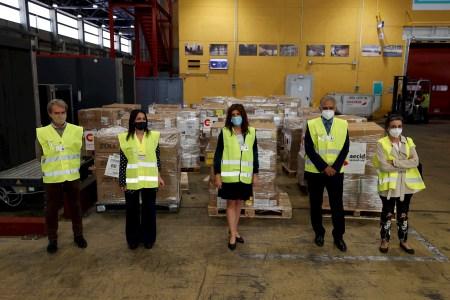 España envía material médico a India para hacer frente a la COVID-19