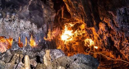 Interior de la Cueva de Llamazares