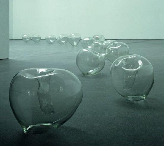 Javier Pérez, Levitas, 1998. Coll. CIRVA, Marseille. Photo D.R. © J. Pérez 12 sphères de verre – entre 50 et 60 cm de diamètre chacune