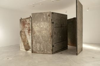 Louise Bourgeois, Cell (Arch of  Hysteria), 1992-1993