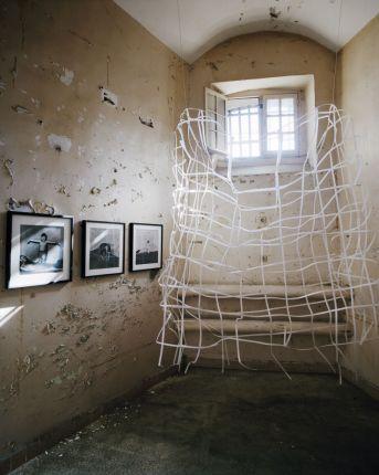 La disparistion des lucioles - Prison Sainte-Anne, Vue de l'exposition photographies François Halard