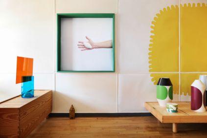 Pierre Charpin,Vase de la série Écran (CIRVA), 1998-2001 - Boite à pilules de la collection Itebos (CRAFT), 1999 - Vases Oggetti Lenti (Design Gallery), 2005 © P. Savoir & Fondation Le Corbusier / ADAGP