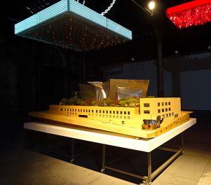 Solaris Chronicles - Frank Gehry, Walt Disney Concert Hall, 1989-2003. Maquette finale. Echelle 1 : 50. Bois, papier. 1100 x 3150 x 2900