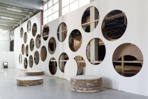 Pierre Bismuth, Quelque chose en mois, Quelque chose en plus, 2014, vue de l'installation au Palais de Tokyo, Courtesy de l'artiste