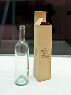 Marcel Broodthaers, Le manuscrit trouvé dans une bouteille, 1974