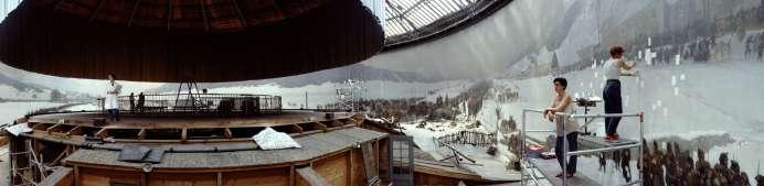 Jeff Wall, Restoration, 1993 © Jeff Wall