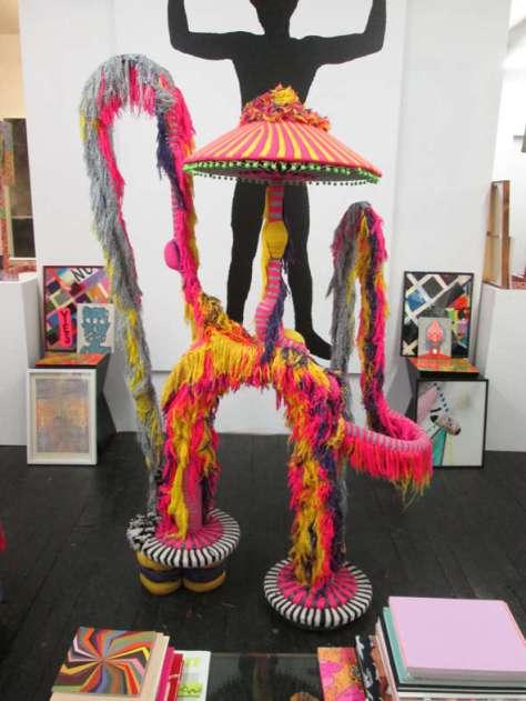 Jim Drain, LFSVR, 2004. Sculpture. tissus sur acier et armature de bois. 190.5 x 104.1 x 63.5 cm