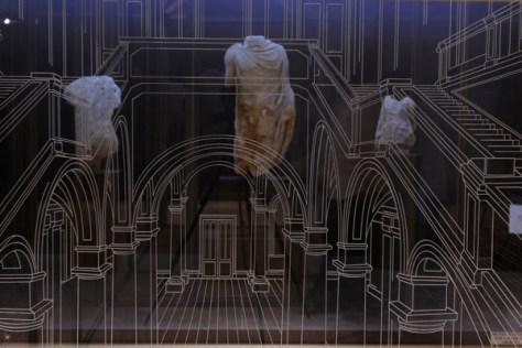 Emmanuelle Etienne, Véra d'Or, (détail) 2010, métal, verre, film sans tain, 291 x 180 x 360 cm. © Emmanuelle Etienne ; Photo Luc Jennepin / FRAC Languedoc-Roussillon