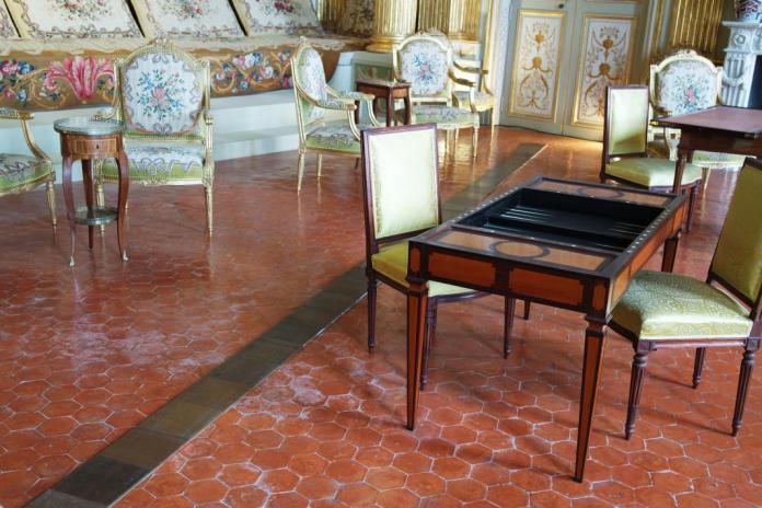 Carl André, Sans Titre, 1994. Collection Josée et Marc Gensollen - Les Possédés - chapitre 1 au Château Borély, Marseille