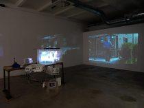 Les Possédés - Chapitre 2 - Neil Beloufa : Peoples passion, lifestyle, beautiful wine…, 2011, vidéo de dix minutes, 160 x 80 x 100 cm. Collection Sébastien Peyret