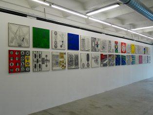 Les Possédés - Chapitre 2 - Matt Mullican : 88 Maps, 2012, trente-quatre éléments, sérigraphie sur toile, ed. 1/2, 51 x 51 cm. Collection Poucel.