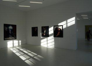 Ainsi soit-il d'Andres Serrano à la Collection Lambert - Vue de l'exposition 03