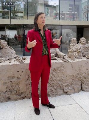 Bice Curiger, directrice artistique de la Fondation Vincent van Gogh Arles, commissaire de l'exposition