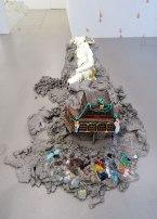Urs Fischer, 7, 2014 - «Mon cher…» à la Fondation Vincent van Gogh Arles. Bronze moulé, peinture à l'huile, feuille d'or, bol d'Arménie, apprêt acrylique, enduit à base de craie, colle de peau de lapin