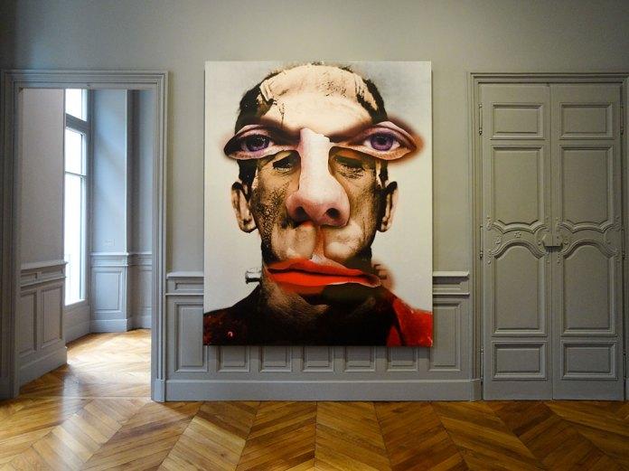 Urs Fischer, Drained, 2016 - «Mon cher…» à la Fondation Vincent van Gogh Arles. Panneau d'aluminium, structure alvéolaire en aramide, colle polyuréthane à deux composants, apprêt époxy à deux composants, rivets en acier galvanisé, apprêt acrylique, enduit, encre acrylique, médium sérigraphique à l'acrylique, peinture acrylique, huile