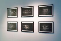 Joyce Hinterding Negative Resonance: Wave Form Induction Drawing Graphite sur papier, métal de contact 69x87,5x5 cm. Photo Olivier Cablat