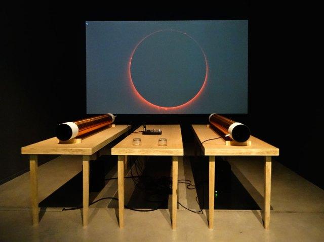 David Haines et Joyce Hinterding, EarthStar, 2008. Résonances magnétiques à La Panacée, Montpellier