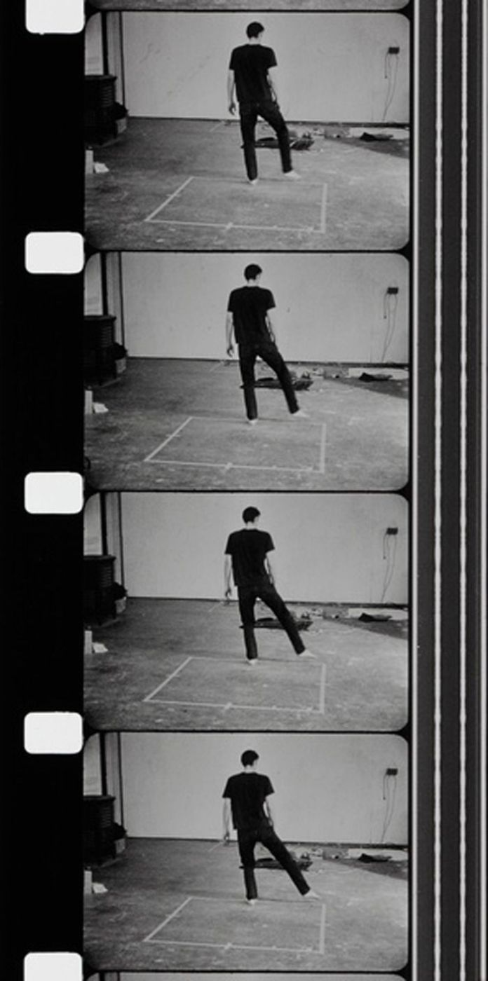 Bruce Nauman - Dance or Exercice on the Perimeter of a Square (Films d'atelier), 1967 - 1968 / Photo © Centre Pompidou, MNAM-CCI / Service de la documentation photographique du MNAM / Dist. RMN-GP © Adagp, Paris
