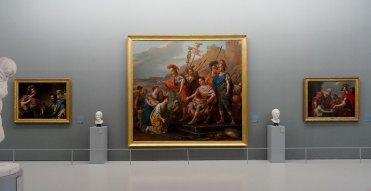 Joseph-Marie Vien, «La famille de Coriolan venant le fléchir et le détourner d'assiéger Rome» (1771) entre «Bélisaire, réduit à la mendicité, secouru par un officier des troupes de l'empereur Justinien», 1776 et «Alcibiade recevant les leçons de Socrate», 1777 de Vincent - Musée Fabre - Salle David