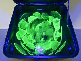 Max Hooper Schneider, Cold War Dishwasher (Uranium Glass), 2015 (détail). Retour sur Mulholland Drive - La Panacée Montpellier