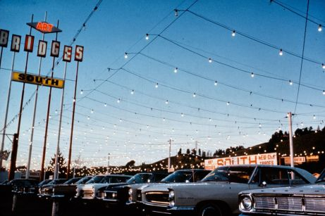 J. B. Jackson, Décorations sur strip, Hayward – Californie, 1967 © J. B. Jackson Pictorial Material Collection, University of New Mexico Librairies
