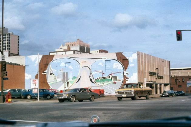 Donald Appleyard, Fresque murale, monuments sculpturaux, décembre 1978 © Donald Appleyard