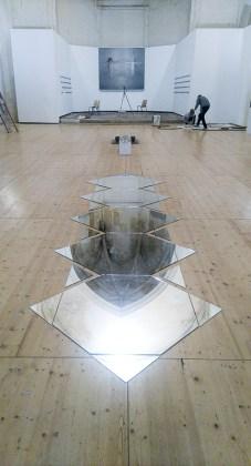 """A.I.L.O, les miroirs dialogues avec les voutes de la chapelle - photo """"Résidence lignes de vie"""""""