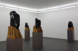 Jean-Michel Othoniel au CRAC à Sète - Salle 4 - Autoportraits en obsidienne