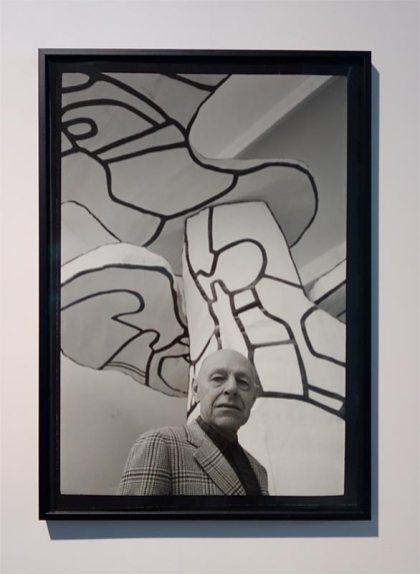 Kurt Wyss, Jean Dubuffet sous l'arbre biplan, octobre 1970 L'outil photographique Rencontres Arles 2017
