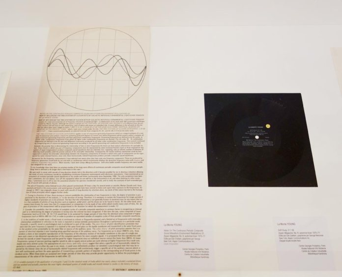 La Monte Young, Notes On The Continuous Periodic Composite Sound Waveform..., 1971 et Drift Study 31 1 69, 1969 - A different way to move - Minimalismes