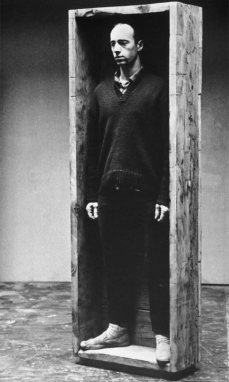 Robert Morris, Untitled (Box for standing), 1961 - A different way to move - Minimalismes