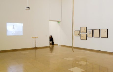 Simone Forti, Solo N°1, 1974 - From Instruction, 1961 et Large Illumination Drawings, 1972 - A different way to move - Minimalismes - Salle 1