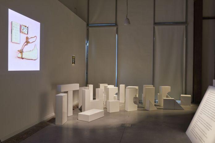 Document Bilingue, vue de l'exposition au Mucem - Bâtiment Gorges Henri Rivière. Photo © Francois Deladerriere