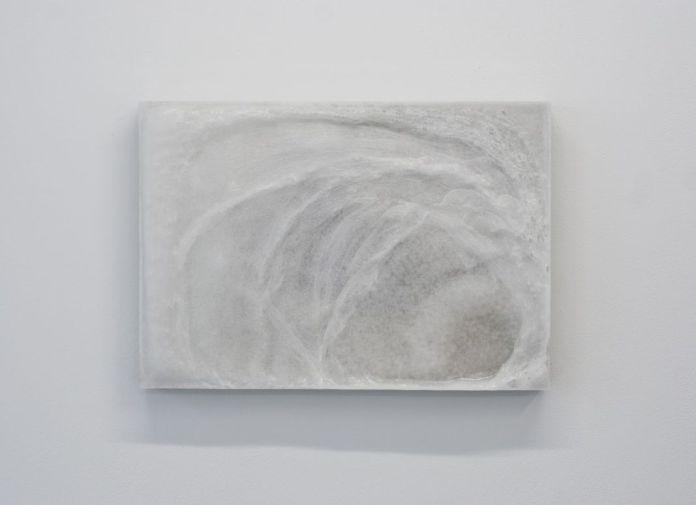 Jean-Baptiste Caron, Dans la mesure du saisissable 3, 2015, béton, cire, métal, 64 x 92 cm