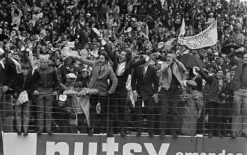"""Finale de la coupe de France de football 1969, Marseille-Bordeaux © Ina, Photo A. Dartus - Exposition """"Nous sommes Foot"""" au Mucem - Marseille"""