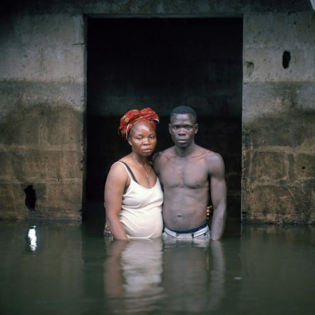 Gideon Mendel, Victor et Hope America, Igbogene, État de Bayelsa, Nigeria, novembre 2012, série Portraits submergés