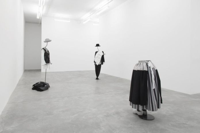 Simon Starling, The Liminal Trio plays the Golden Door, 2017. Vue de l'exposition Casey Kaplan, NYC. Courtesy the artist and Casey Kaplan, New York.