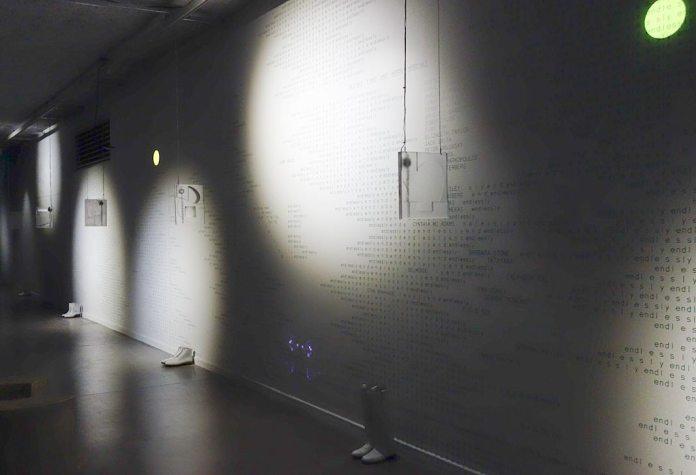 Maxime Rossi - Christmas on Earth Continued au MRAC - Vue de l'exposition - Mur à droite
